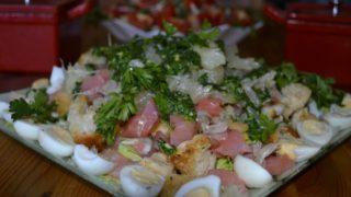 Салат с форелью и яйцом. Простой и вкусный в приготовлении