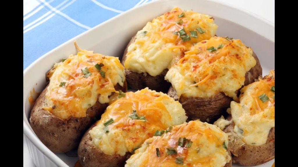 Картофель фаршированный фаршем и сыром