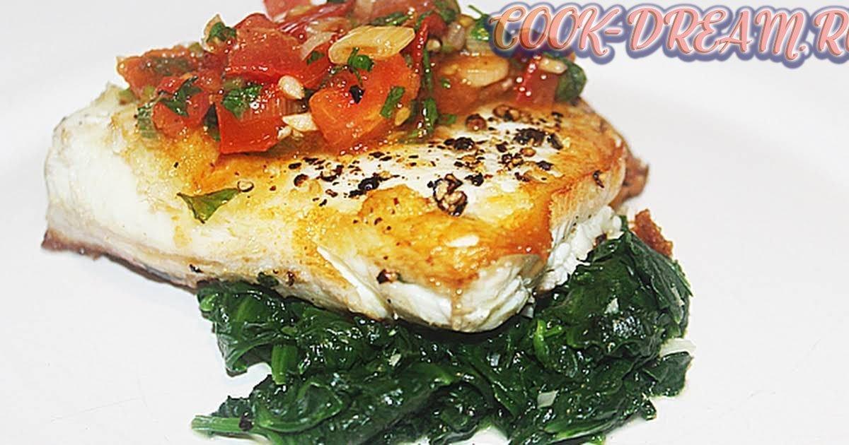 """Рецепт """"Палтус с томатами и шпинатом в соусе"""": очень вкусная и нежная рыбка."""