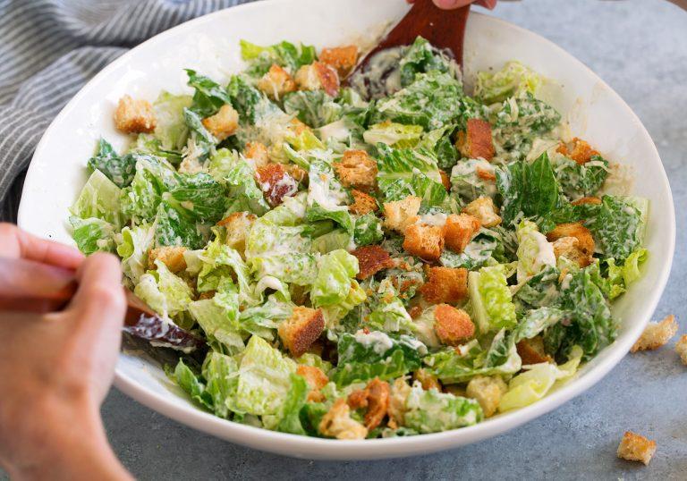 Салат Цезарь с курицей, классический простой рецепт в домашних условиях
