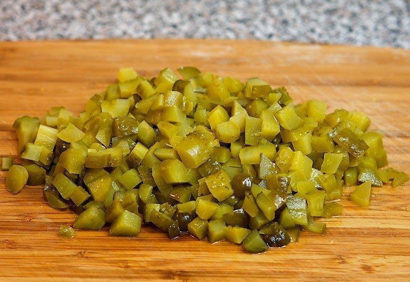 Салат с картофелем, щавелем и огурцами