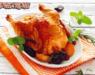 Курица тушеная с черносливом на лепешке