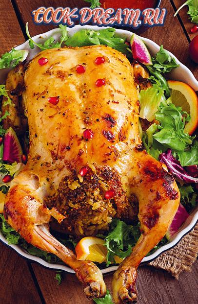 Жареная курица, фаршированная сардинами