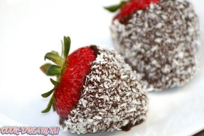 Клубника в шоколаде с кокосовой стружкой