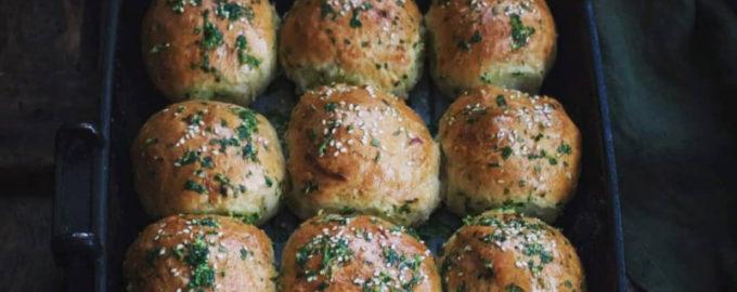 Чесночные пампушки с сыром и картофелем