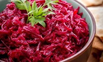 Витаминный салат из свеклы с чесноком - 5 рецептов к Вашему столу