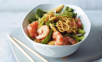 Жаренная лапша с креветками - настоящее блюдо для похудения
